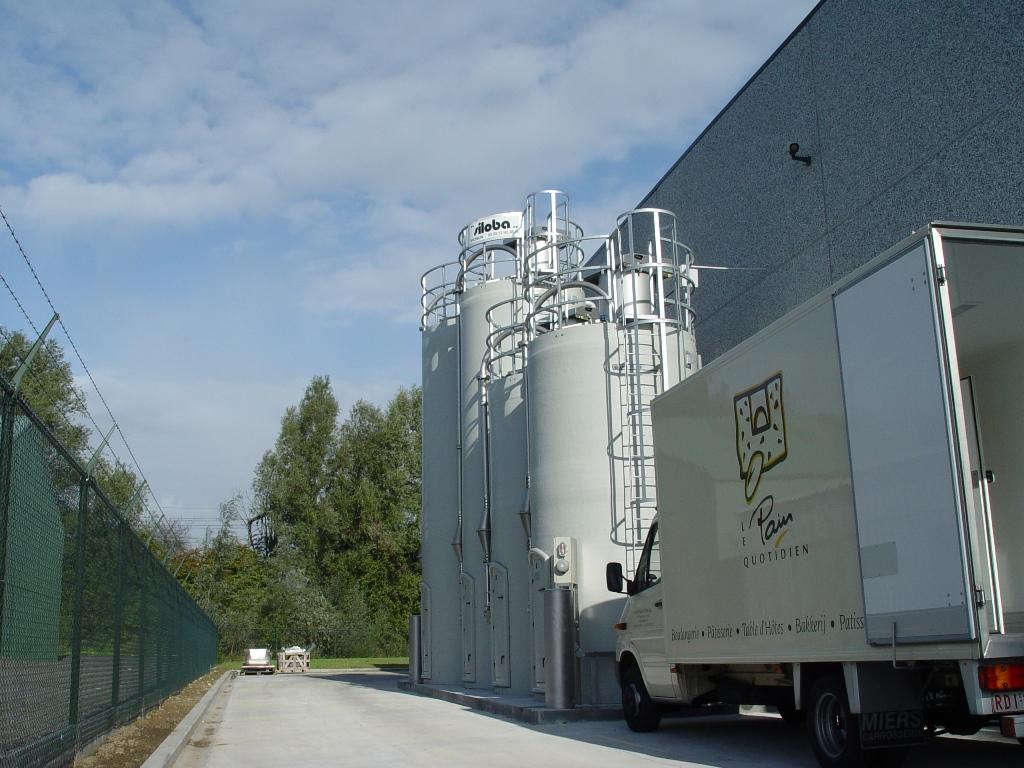 polyester silo buiten (2)