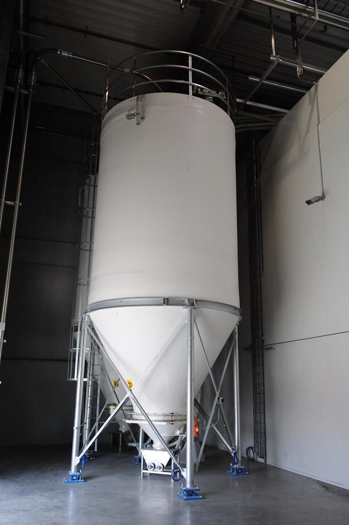 polyester silo's binnen